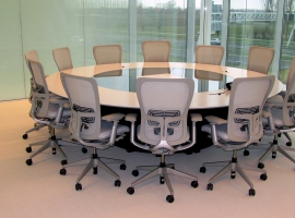 Quarta meeting table 12 seats with videoconference